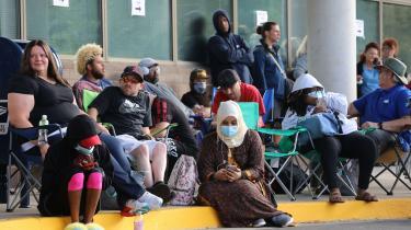 32 millioner amerikanere modtager arbejdsløshedsunderstøttelse. Ikke desto mindre er det amerikanske aktieindeks næsten på niveau med før coronakrisen.