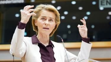 Europa-Parlamentet er ofte blevet skudt i skoene, at det ikke mestrer parlamentarismens kunst. Særligt i forbindelse med valget af præsidenten for kommissionen i december 2019 fik parlamentet kritik. Her ses kommissionsformand Ursula von der Leyen til et ekstraordinært møde med Europa-Parlamentet d. 23. juli i forbindelse med vedtagelsen af EU-budgettet.