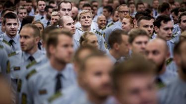 I Politiforbundet, der organiserer alle 12.000 polititjenestemænd i Danmark, ærgrer man sig over, at politiet har svært ved at rekruttere indvandrere og efterkommere. »Det er drønærgerligt. Jeg ved, at der bliver gjort en kæmpe indsats for at rekruttere, men det er ikke så nemt, som man skulle tro,« siger forbundsformand Claus Oxfeldt.