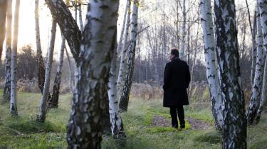 Kjell Westös roman rammer nutiden på kornet: Udkant og centrum, #MeToo, ambition, magt og kærlighed, flygtninge og nynazister, alt dét kommer til live i skildringen af det lille samfund i den finske skærgård.
