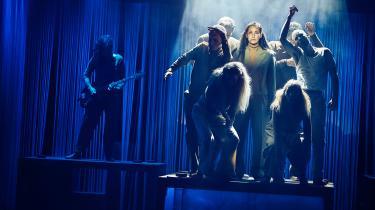 'Teaterkoncert C.V. Jørgensen' bæres af et stærkt ensemble af dygtige sangere, skuespillere og musikere, der leverer på et højt niveau – både hver for sig og som hold.