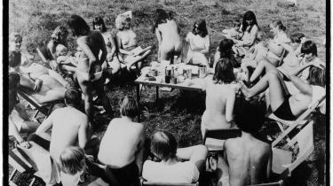 'Et åbent øjeblik' handler om Pernille Ipsens syv mødre, som blev bragt sammen af de uendeligt mange timer, de lagde i opbygningen af blandt andet Rødstrømpebevægelsen og Lesbisk Bevægelse. Her et arkivfoto fra Femølejren.