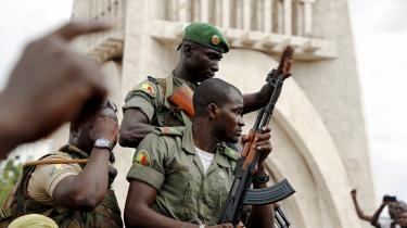 Soldater i Malis hovedstad, Bamako, efter kuppet tidligere på ugen.
