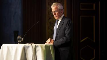 Medlemmerne af pensionskassen P+ har med stort flertal vedtaget, at bestyrelsen med Anders Eldrup i spidsen, skal sælge alle aktier i olie- og gasinudstrien. Bestyrelsesformand er enig med medlemmerne om målet, men er ikke enig i metoden, han ville foretrække at beholde aktieposter i de sorte selskaber og bruge disse aktieposter som grundlag for en kritisk dialog med selskaberne i et forsøg på at presse dem i en mere grøn retning.
