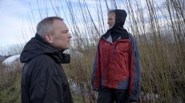 De mennesker, der møder én i dokumentaren Rejsen til Utopia, mener ikke bare deres idealer seriøst og hele tiden. Det er et brændende og dybfølt livsprojekt, et slags kald. Her instruktøren og familiefaren Erlend E. Mo og hans hustru Ingeborg Fangel Mo.
