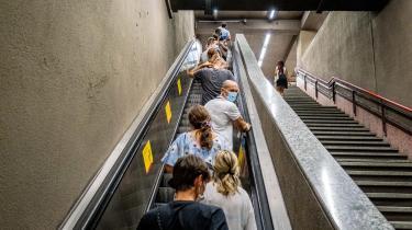 Metroen i Milano har ikke mange rejsende i disse dage, efter at antallet af coronasmittede i Italien den seneste måned er firdoblet fra nu at ligge på 1000 nye tifælde pr. dag.