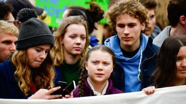 Fridays For Future-aktivisten Jakob Blasel, her th. bag Greta Thunberg til en klimademonstration i 2019, vil sammen med en række andre aktivister i parlamentet. Og 'de parlamentsstormende aktivister har ret: FFF har til al hæder og ære ændret den offentlige bevidsthed. Men på sigt ændrer de ikke den politiske virkelighed ved bare at være højlydte nok på gaden,' skriver Matthias Sonne i denne leder.