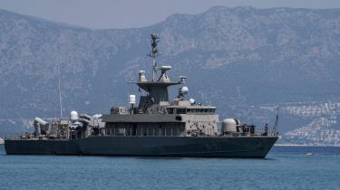 Grækenland har sendt krigsskibe til søgrænsen til Tyrkiet. Det har Frankrig også for at støtte grækerne.