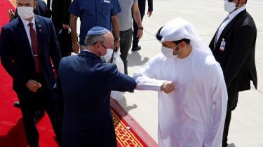 »De Forenede Arabiske Emiraters normalisering af relationerne med Israel har formaliseret og manifesteret de nye brudlinjer i regionen,« forklarer mellemøstforsker Cinzia Bianco med henvisning til den nyligt indgåede fredsaftale mellem de to lande, der af USA's præsident, Donald Trump, blev kaldt historisk.