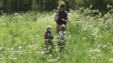Min eks-kæreste tog børnene fra mig med loven i hånden, da jeg flyttede hjem til Finland, skriver Helena Karhu, der her ses med sine to børn.