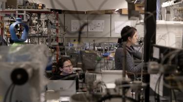 Under sit arbejde på Niels Bohr Institutet fandt Cathrine Hasse ét sted, hvor der var mange kvinder, og det var blandt de ph.d.-studerende. Langt de fleste af de kvindelige forskerstuderende kom fra Italien, og det fik Cathrine Hasse til at undre sig over, hvorfor der var den forskel mellem Danmark og Italien.