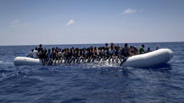 »Jeg kan godt forstå, at der er en utålmodighed i forhold til, at der stadig er alt for mange mennesker, der sætter livet på spil i utætte både over Middelhavet,« siger udviklingsminister Rasmus Prehn (S), der ikke vil komme nærmere ind på, hvornår eller hvordan der lander en aftale om modtagecentre for immigranter uden for EU.