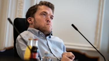 De Radikales retsordfører,Kristian Hegaard, sagde under torsdagens samråd, at man får det indtryk, at retterne fik besked om at lukke ned, og at der »ikke var lagt op til, at det var noget, man selv skulle tage stilling til«, selv om retterne er uafhængige.