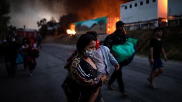Der er udbredt voldsomme brande i flygtningelejren Moria på den græske ø Lesbos, og de fleste af lejrens 13.000 flygtninge er blevet evakueret.