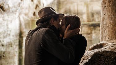 Pietro Marcellos 'Martin Eden' er en fremragende film om en kunstners udvikling og afvikling skildret gennem mødet mellem arbejderdrengenMartin (Luca Marinelli) og rigmandsdatteren Elena (Jessica Cressy).