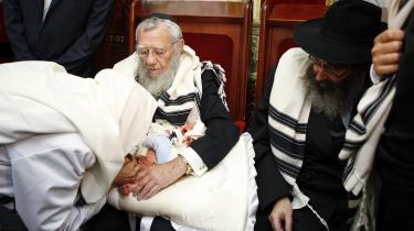 Særligt for ortodokse jøder er omskæring af nyfødte drengebørn en vigtig, religiøs tradition.