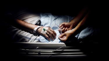 'En enkelt patients anekdoter er ubrugelige i en videnskabelig sammenhæng, men hvis man kan samle flere hundredetusinder patienters erfaringer, så vil patienternes magt pludselig blive stærk,' skriver Kristian Villesen i denne leder.