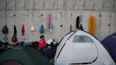 »Nu og her står vi derimod med så katastrofale forhold på Lesbos, at pligtetikken burde overtrumfe den kalkulerende nytteetik,« skriver Mathias Sonne i denne leder.
