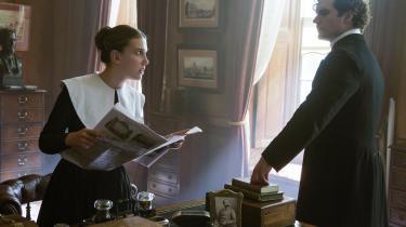 Handlekraftige Enola Holmes (Millie Bobby Brown) sammen med sin berømte storebror, Sherlock Holmes (Henry Cavill), i den charmerende Netflix-film om hendes eventyr, 'Enola Holmes'.