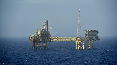En ny analyse fra Rystad Energy konkluderer, at olie produceret i den danske del af Nordsøen ledsages af en CO2-udledning på 27 kilo CO2 pr. tønde olie, mens tallet for Storbritannien og Norge er henholdsvis 21 kilo og otte kilo.