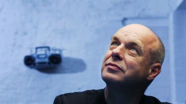 Er du alligevel hjemme, så er der lørdag mulighed for at høre Brian Eno og en lang række intelligente kvinder og mænd tale nonstop fra ti morgen til ti aften. Selv tak!
