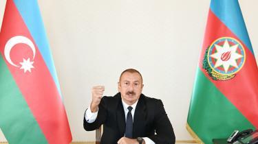 Aserbajdsjans præsident, Ilham Aliyev, taler til befolkningen. Der er opstået væbnet konflikt mellem Armenien og Aserbajdsjan. Kampen om magten over Nagorno-Karabakh-regionen er blodig med dræbte på begge sider.
