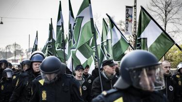 Der er ingen grund til at tro, at det vil have nogen effekt, hvis Danmark som Finland vedtager et simpelt forbud mod den danske gren af den nynazistiske forening Den Nordiske Modstandsbevægelse. Her marcherer medlemmer af bevægelsen i København i maj 2019.