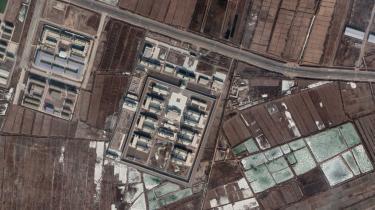 Satellitbillederne viser udviklingen i de kinesiske myndigheders byggeri af en interneringslejr i Xingiang-provinsen.