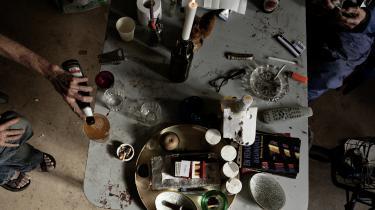 I alt 122.000 børn i Danmark vokser op med forældre, der har et alkoholmisbrug. Forældrene har garanti for behandling for deres alkoholmisbrug inden for 14 dage. Børn, der får brug for hjælp på grund af forældrenes misbrug, er ikke så godt stillet, og det bør der ændres ved, skriver Henrik Appel, landsleder af TUBA, en hjælpeorganisation for unge, som er børn af alkoholmisbrugere, i dette debatoplæg.