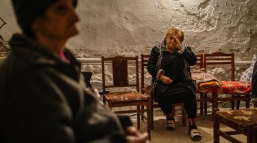 Indbyggere i Nagorne-Karabakh søger beskyttelse mod dronebomber i kældrene.