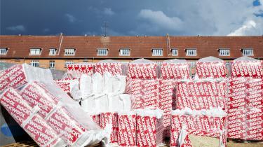 I dag energirenoveres sølle én procent af EU's bygninger om året – det vil tage 100 år at komme igennem hele bygningsmassen.
