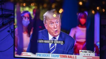 Under nattens tv-debat afviste præsident Trump at tage afstand fra QAnon og påstod, at han ingenting kender til den konspirationsteoretiske højreorienterede gruppe, ud over at de »er meget imod pædofili«.