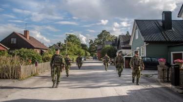 Her patruljerer svenske tropper i Gotlands gader.