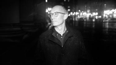 Niels Krause-Kjærs nye politiske roman Fandens forår virker mere ufarlig og løs i kødet end hans to foregående romaner.