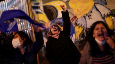 Tilhængere af præsidentkandidaten Luis Arce fejrer valgsejren, allerede inden stemmerne er helt talt op.