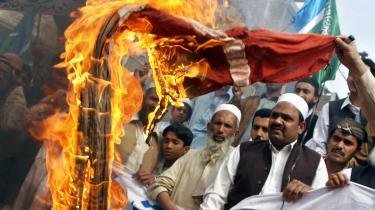 De voldsomme protester mod Muhammed-tegningerne – som her i Pakistan i 2008 – handlede langt mere om det forhånende i tegningerne end om selve det, at profeten blev afbildet, siger professor Jakob Skovgaard-Petersen.