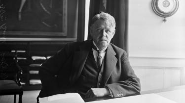 Vilhelm Buhl var i 1943 en af de mange, som modstandsbevægelsen ville stille til ansvar for den forhadte 'samarbejdspolitik', når Danmark atter var frit. Sådan kom det ikke til at gå. I stedet lykkedes det Buhl at få accept af, at han igen skulle være statsminister, skriver professor emeritus Tim Knudsen i denne kronik.