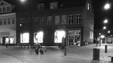 Alfred Bent Frank boede sammen med sin mor indtil hendes død og var kendt som Lille Bent i Haderslev, hvor han ofte blev set gående gennem byen i sin lange frakke og med sin indkøbstrolley efter sig
