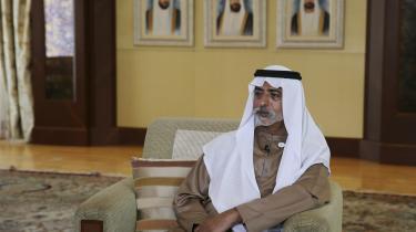 Emiratisk minister for tolerance og medlem af kongefamilien Sheik Nahyan bin Mubarak al Nahyan anklages for voldtægtsforsøg på lederen af den emiratiske version af litteraturfestivalen Hay, Caitlin McNamara. Hay Festival har meddelt, at man suspenderer Hay i Abu Dhabi, til sheiken er fjernet fra sin post.