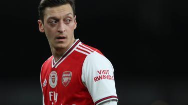 I fodbold har kapitalismen overtaget. Senest har Arsenal med udelukkelsen af Mesut Özil bevist, at det kun handler om forretninger. Han måtte væk, fordi han kritiserede Kina – og dermed bragte forretningen i fare, skriver forhenværende fodboldfan Peter Bjørnbak i dette debatindlæg