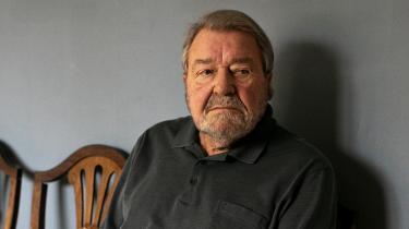 Alfred Dam var socialchef i Grønland fra 1967 til 1971. Her oplevede han på tætteste hold, hvordan danskere tog grønlandske børn til sig. »I årtierne inden jeg kom, havde det udviklet sig til et tag selv-bord,« fortæller den 91-årige tidligere socialchef