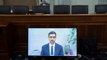 Googles CEO Sundar Pichai under høringer i Senatet d. 28 oktober.