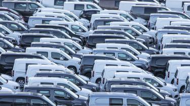Man får meget lidt CO2-reduktion for pengene, hvis man fortsætter afgiftsfritagelsen af hybridbiler.