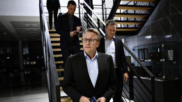 Skatteminister Morten Bødskov (S) var vært for et sættemøde med indledende forhandlinger om omstilling af transportsektoren den 24. september. Nu viser et udkast til en politisk aftale, at regeringen har opjusteret sit mål for antallet af elbiler i 2030.