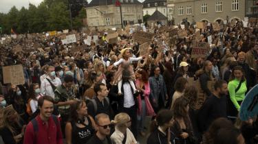 Dagens kronikør mener, racisme eksisterer i alle lande, hvorfor Danmark ikke bør anklages for at være mere racistisk end andre lande. I juni deltog 15.000 mennesker i Black Lives Matter-demonstrationen i København, der blev afholdt efter George Floyd døde i forbindelse med en politianholdelse.