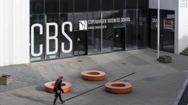 Man fristes til at tænke, at Copenhagen Business School hellere vil spare penge end prioritere førsteårsstuderendes fysiske undervisning. For ellers er der ingen logik i, at vi på otte uger kun haft seks fysiske lektioner, skriver førsteårsstuderende på CBS Signe Helms i dette debatindlæg