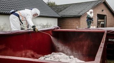 På et pressemøde tirsdag, hvor Mette Frederiksen beordrede alle mink i Danmark slået ned, lød det fra faglig direktør i SSI, Kåre Mølbak, at »worst case-scenariet er, at vi har en pandemi, som starter forfra med udgangspunkt i Danmark«.