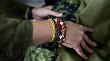 En ting er at få rekrutteret kvinder til det danske forsvar – det er Forsvaret gode til. Men at fastholde kvinder i et arbejdsmiljø, som er stærkt tynget af seksuel chikane og sexisme, er dømt til at mislykkes, skriver KVINFO og Foreningen Kvindelige Veteraner.