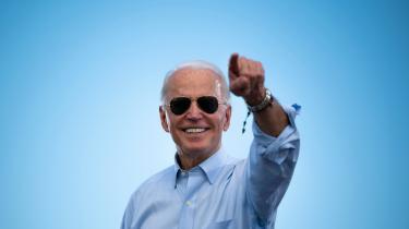 Joe Biden er i dag 77 år, og hans fremskredne alder blev ved med at dukke op i præsidentvalgkampen. I december 2019 offentliggjorde hans kampagnestab derfor et sammendrag af hans lægejournal, hvor han beskrives som en »sund og energisk« mand.