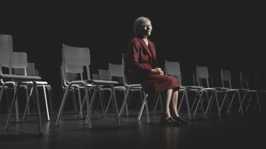 Kirsten Olesen i rollen som Goebbels' sekretær bliver i sig selv et studie i den store skuespillers fuldendte teknik. Forestillingen drives frem af skyld som grundtema og udgør i sit hele en fremragende monolog om at være sekretær i nazisternes propagandaministerium